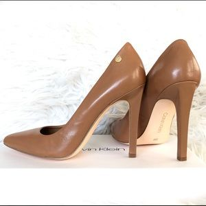 Calvin Klein Brady Leather Pointed Toe Pump Size5